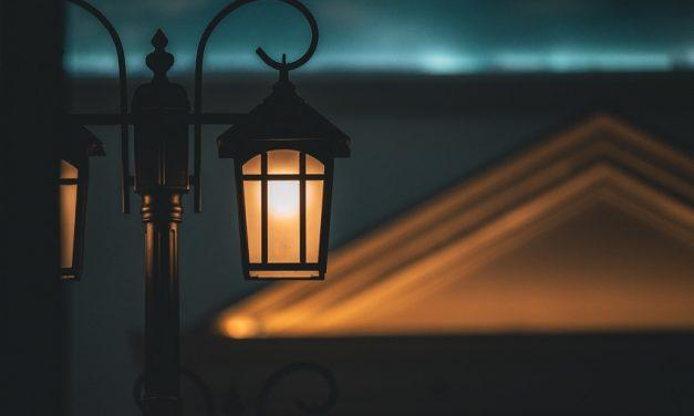 Hoe de zon ook 's nachts voor verlichting zorgt